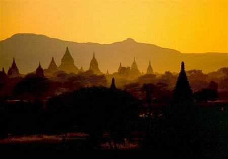 2D10784018-sunset-bagan